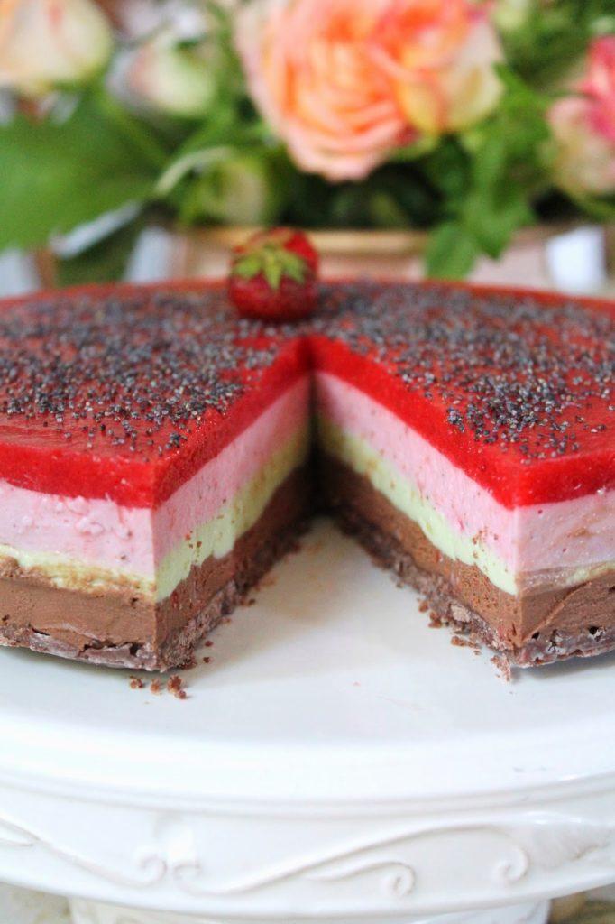 maasika-avokaado-sokolaadivarvilinekook
